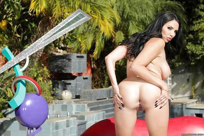 Amazing Latina brunette Missy Martinez demonstrates her ass!