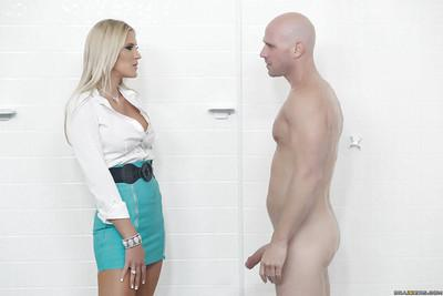 Blonde MILF Audrey Snow wraps lips around huge penis for cum on face