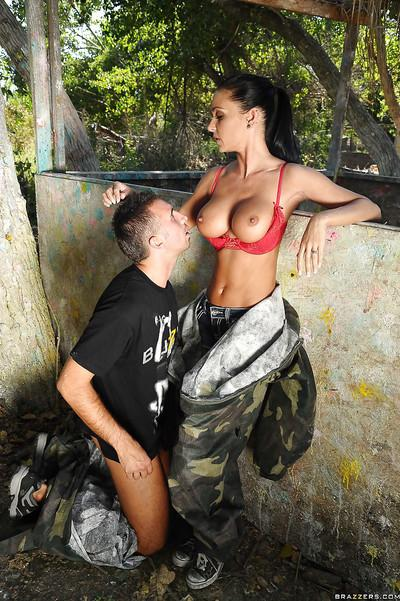 MILF babe with big boobs Jessica Jaymes fucking a huge dick outdoor