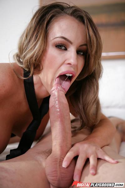 Latina milf Jenna Presley is sucking and fucking in her juicy booty