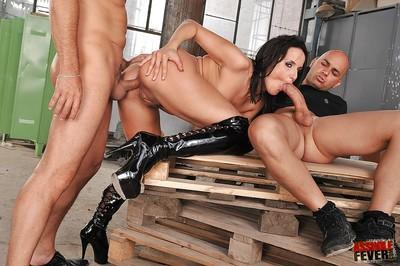Two guys penetrate milf cunt of Andy Brown in a hot threesome