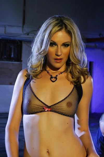 Blonde babe with smoky eyes Samantha Ryan showcasing her svelte curves