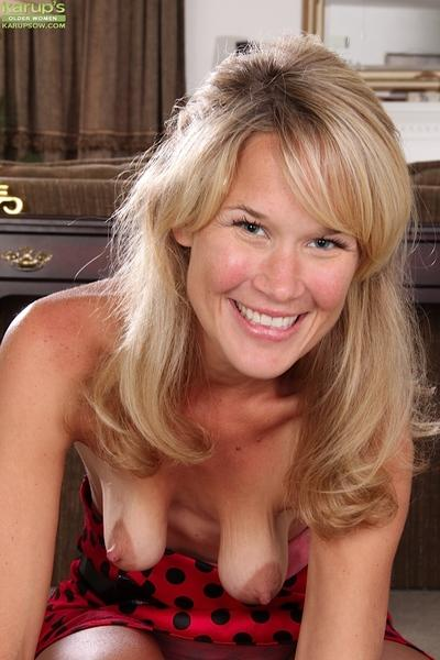 Awesome milf slut Katherine Jackson is showing her saggy tits