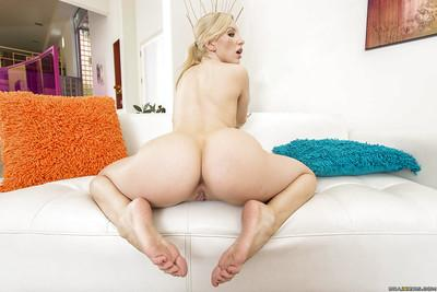 Sporty babe Ashley Fires is demonstrating her ass while working out