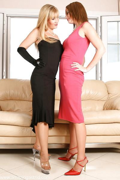 Mature UK dames remove dresses to have lesbians sex in pantyhose