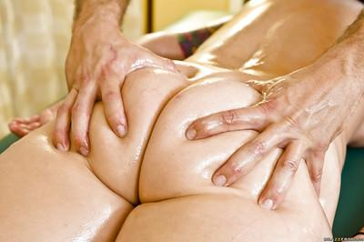Claire Dames is relaxing on an amazing massage session with her masseur