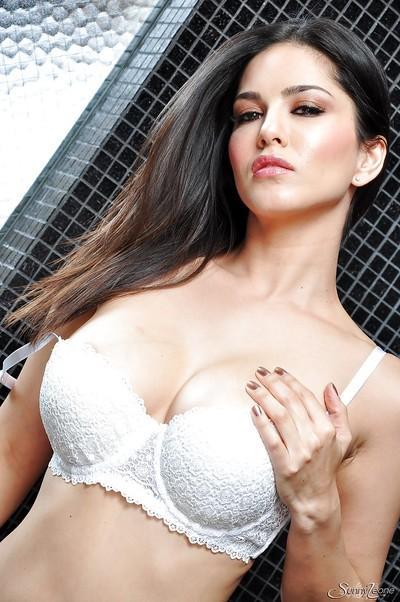 Pornstar milf model Sunny Leone with big tits and super sexy legs