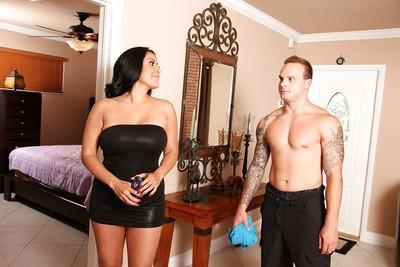 Hot latina MILF Kiara Mia gets facialized after hardcore pussy drilling