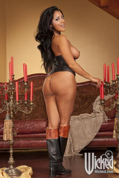 Curvaceous latina MILF Kiara Mia stripping and spreading her legs