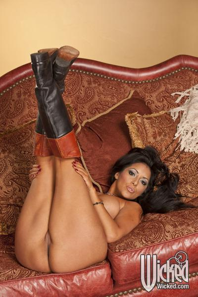 Curvaceous latina MILF Kiara Mia stripping and spreading her legs