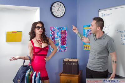 Stunning milf Jessica Jaymes is being banged hard in her throat