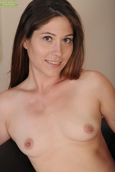 Kinky babe Jamie Lynn Skye takes off lingerie and jill vagina
