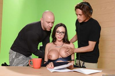 Mommy with big boobies Ariella Ferrera is getting two dicks on the cam