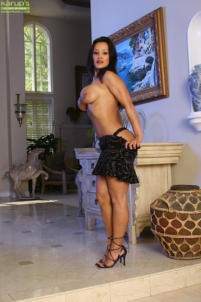 Big boobed MILF Lisa Ann flashing upskirt panties and large tits