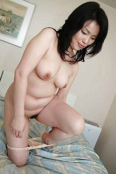 Asian MILF Misuzu Masuko undressing and spreading her pussy lips in close up