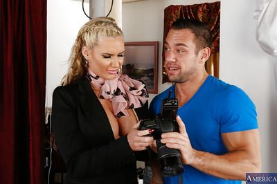 Fierce and sexy cougar Phoenix Marie is fast at hard sucking