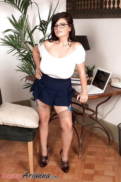 Euro chubby Arianna Sinn unveils massive MILF secretary knockers in office