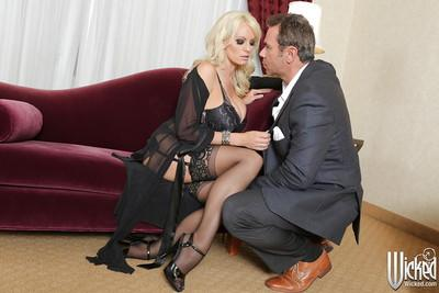 Stunning glamorous blonde MILF gets her pussy licked and shagged tough