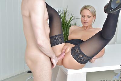 Blonde boss woman Samantha Jolie riding employee