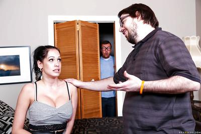 Naughty housewife Kelly Summer gives her husband