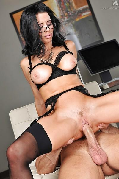 Amazing hooker Veronica Avluv swallows and fucks giant cum-stick