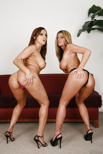 Francesca Le and Kristal Summers making their pussies wet