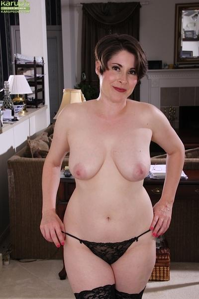 Curvy older doll Sadie Jones flaunting nice pair of mature boobs