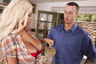 Bootylicious MILF with big jugs gives a blowjob and gets slammed hardcore