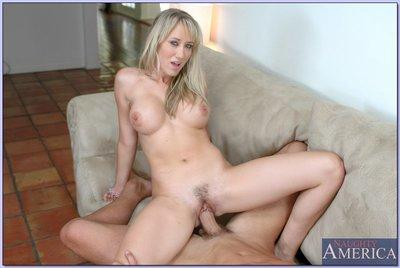 Beauteous blond wife Alana Evans fucking stiff cock with her pussy