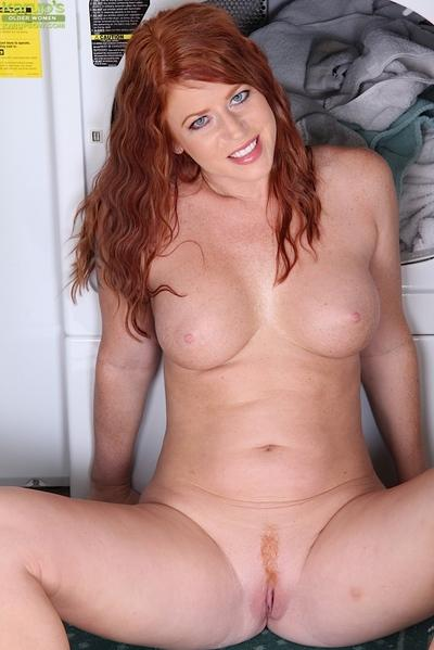 Over 30 redheaded MILF Sara Orlando posing non nude in men