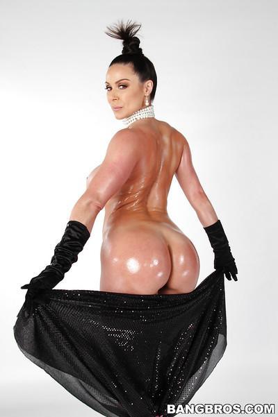Amazing oiled milf Kendra Lust is posing like Kim Kardashian