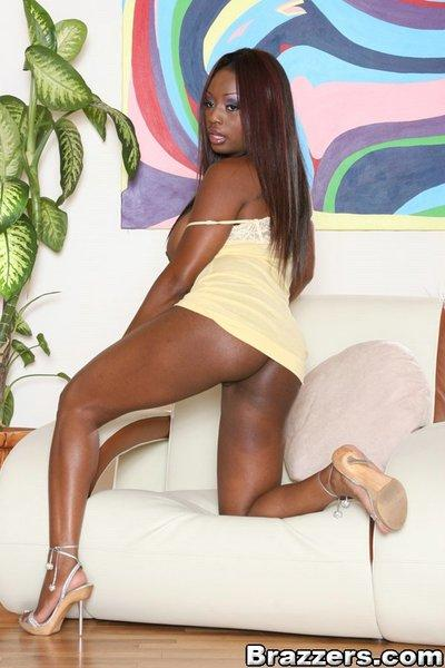 Sexy black MILF Jada Fire takes off her sport suit and flaunts naked