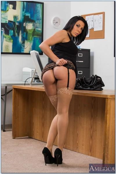 Chesty office lady Rachel Starr gets rid of her dress and lingerie