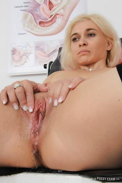 Natural tit blonde MILF Sandy getting her pussy stretched by her gyno
