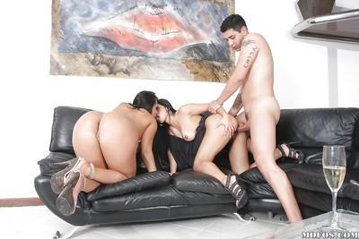 Latina MILF babes Gina and Regina fucking in a threesome