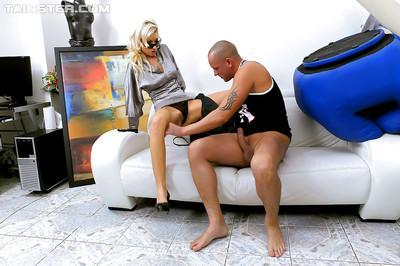 Kinky fashionista enjoys hard twatting turning into pissing action