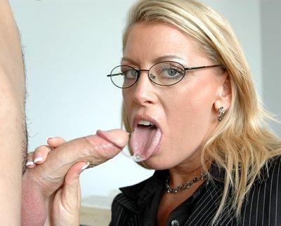 MILF teacher in glasses Chelsea Zinn seduces her student and fucking