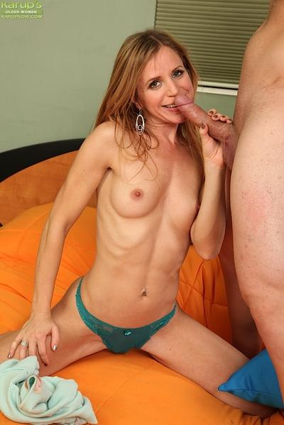 Skinny cougar gives a fervent nooky and gets fucked for tasty jizz