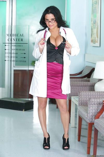 Busty MILF doctor Sophia Lomeli is spreading her horny pussy