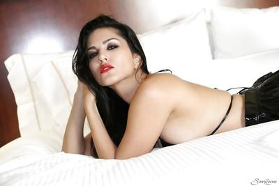Close up posing from a milf pornstar babe with big tits Sunny Leone
