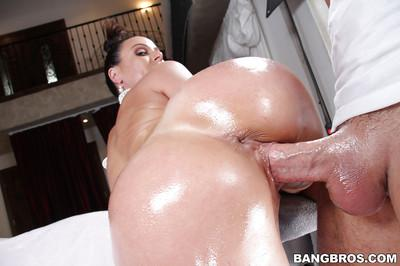 Oiled asshole of milf Kendra Lust was drilled with this big pole