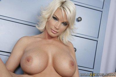 MILF Diamond Foxxx with huge boobs plays with herself in the shower