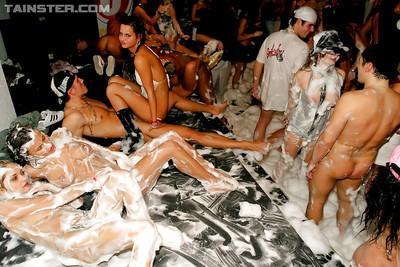 Francesca Felucci, Victoria Rose & Sharka Blue are into hardcore sex party