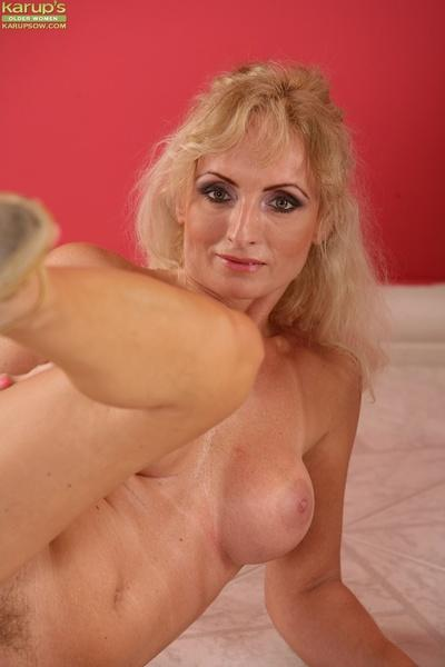 Blonde milf Kyra Blond is posing in her favorite high heels shoes