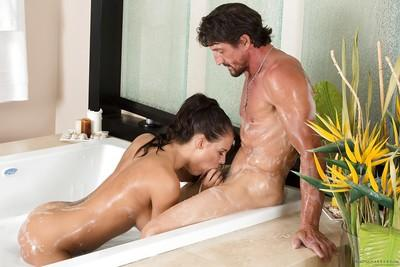 Great sexy gal Peta Jensen takes bath with hard-on Tommy Gunn