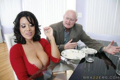 Latina MILF with big melons Sienna West has her cunt stretched