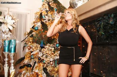 Christmas hardcore fuck with an amateur milf blondie Kelly Madison