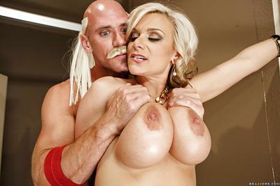 Big tit blonde Kate love to give a deep blowjob to mr Hulk