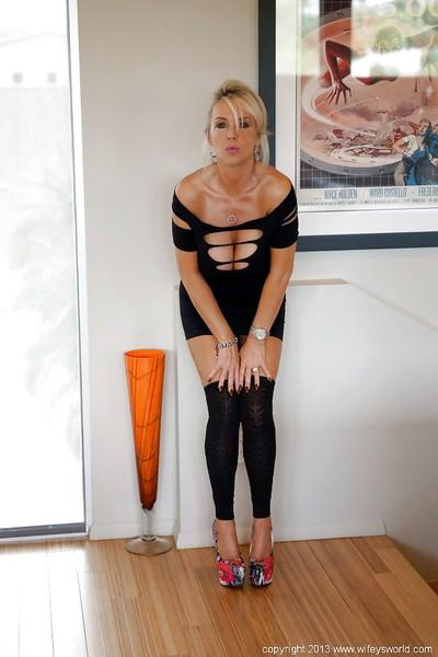 Wooing housewife in sexy dress taking off her panties and exposing her slit