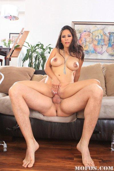 Asian MILF babe with big melons Jessica Bangkok gets her pussy eaten